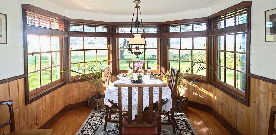 butterfly farm suite 2 bay window breakfast area